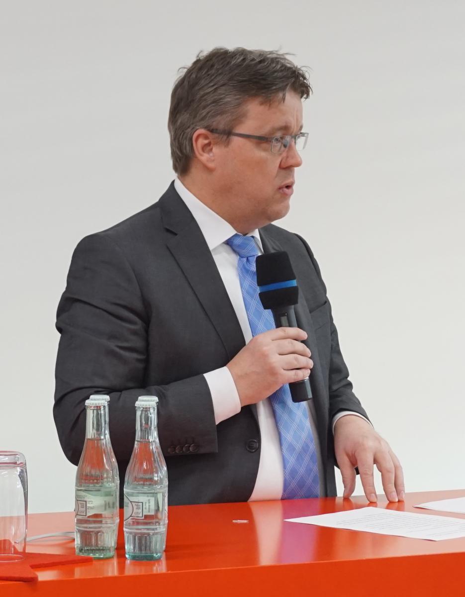 Staatssekretär Mathias Samson eröffnet die Veranstaltung